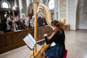 Harfenmusik bei kirchlicher Trauung